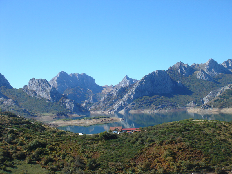 Autumn-flowering wild crocuses and landscape in Picos de Europa (Photos by Dr. Joaquin Medina)
